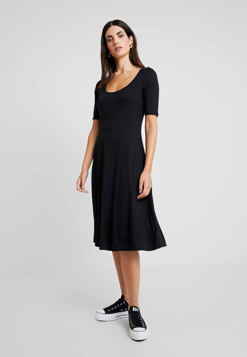 GAP - SCOOP SWING DRESS - Žerzejové šaty - true black