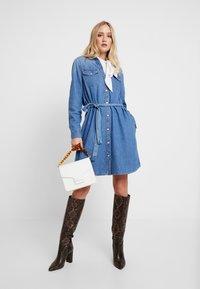 GAP - SHRTDRESS WOOSTER - Denim dress - medium indigo - 2
