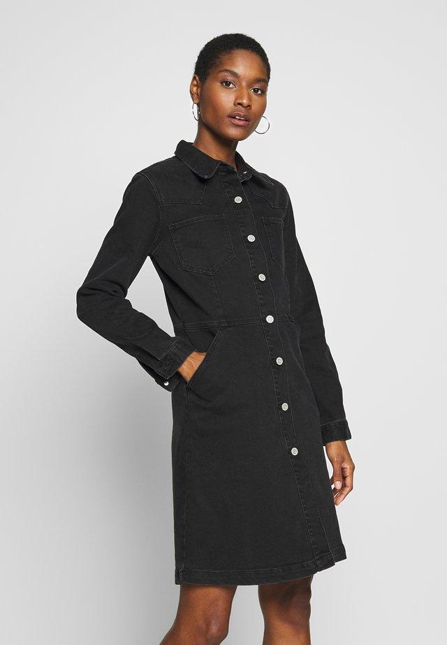 FRONT WESTERN DRESS WASHED TONI - Sukienka jeansowa - black wash