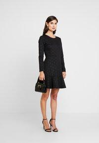 GAP - PONTE DRESS - Vestito di maglina - black/gold - 2