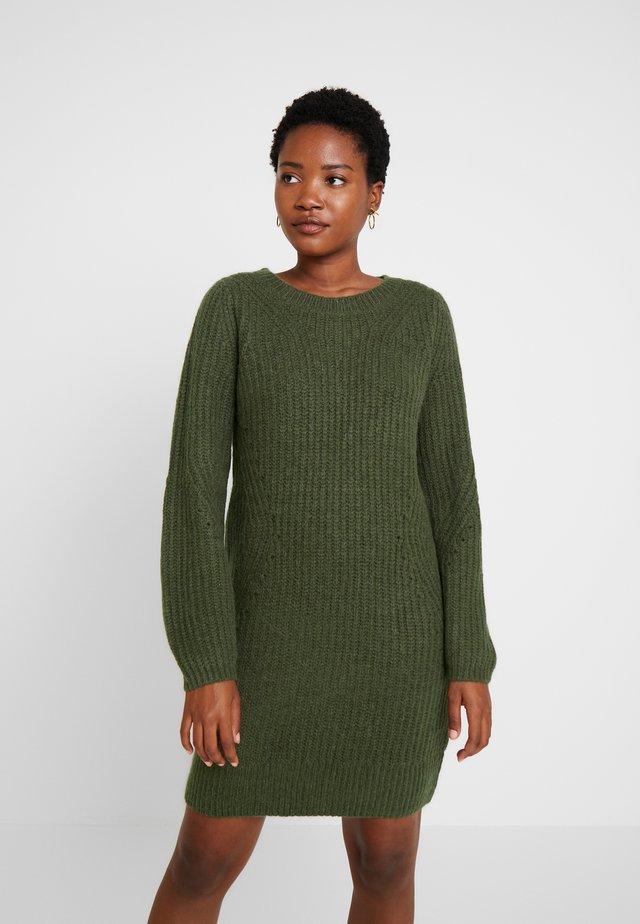 CREW DRESS - Sukienka dzianinowa - glen olive