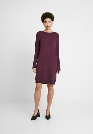 V-SHIFT DRESS - Strikket kjole - plum heather
