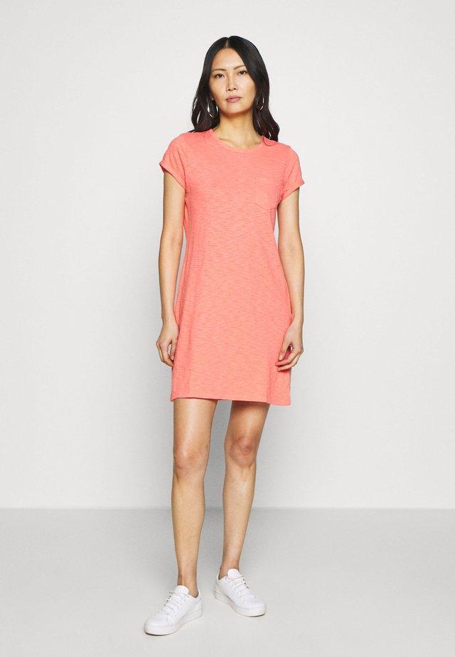 TEE DRESS - Jerseykleid - pink reef
