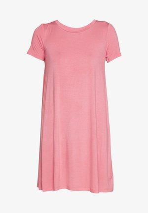 SWING - Žerzejové šaty - pink starburst