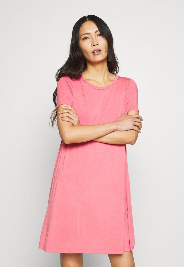 SWING - Jerseykleid - pink starburst