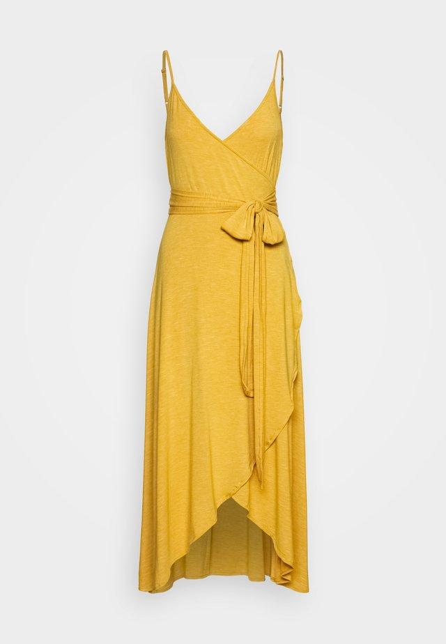 MIDI WRAP CAMI - Jerseyklänning - mustard