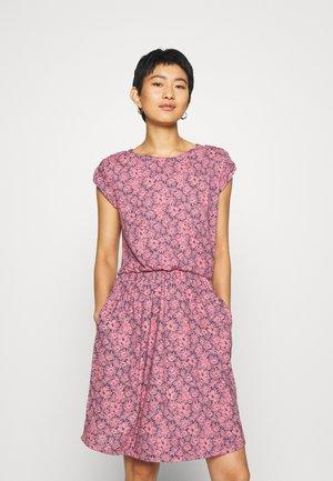 WAIST - Denní šaty - pink
