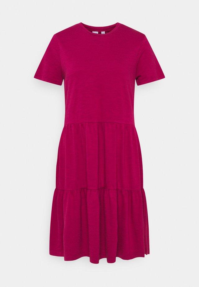 TIERD - Jerseykleid - ruby pink