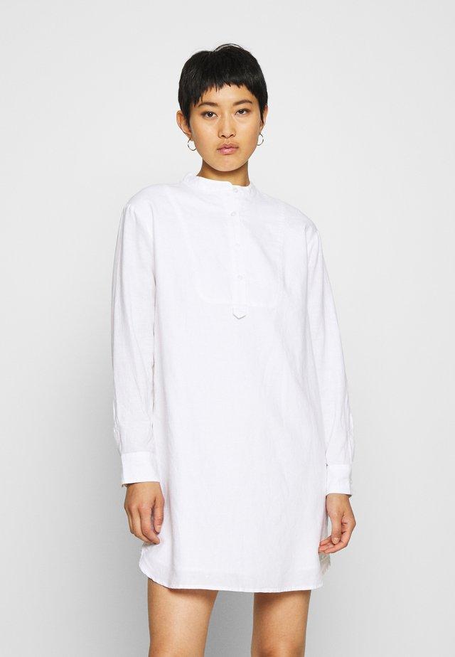 Sukienka koszulowa - fresh white