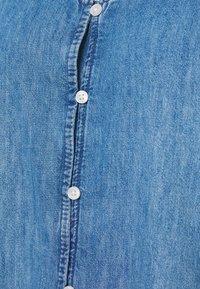 GAP - TANK DRESS - Freizeitkleid - medium wash - 2