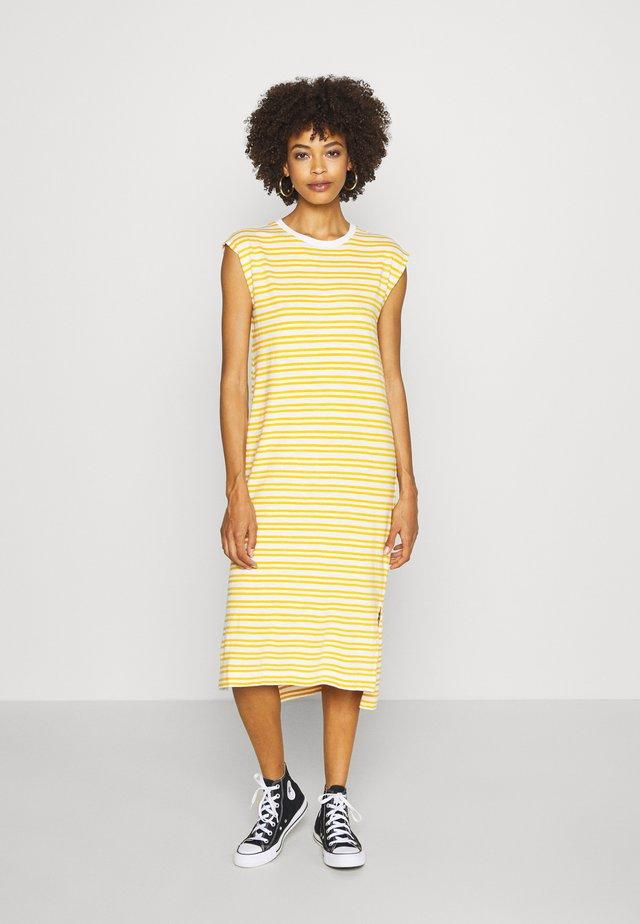 MIDI - Sukienka z dżerseju - yellow