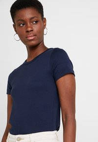 GAP - MOD CREW - T-shirts - true indigo - 4