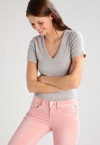 GAP - TEE - Camiseta básica - heather grey - 0