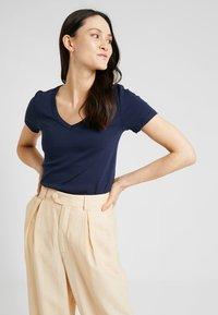 GAP - TEE - T-shirt basic - true indigo - 0