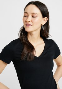 GAP - TEE - Camiseta básica - true black - 4