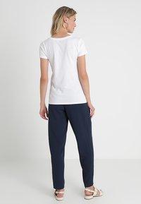 GAP - FAV CREW - Basic T-shirt - white - 2