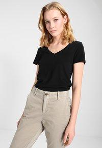 GAP - Camiseta básica - true black - 0