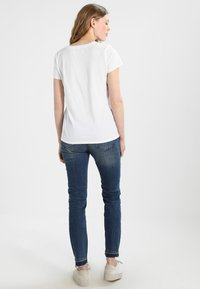 GAP - T-shirt z nadrukiem - optic white - 2