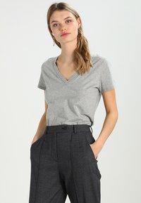 GAP - VINT - Print T-shirt - heather grey - 0
