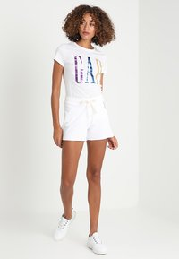 GAP - TEE - Print T-shirt - white - 1