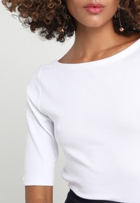 GAP - BALLET - Basic T-shirt - optic white - 4