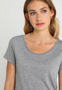 GAP - LUXE - T-shirt basic - light heather grey - 4
