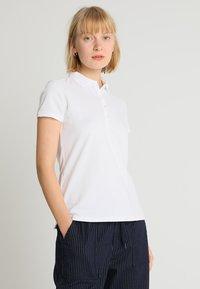 GAP - Poloskjorter - white - 0