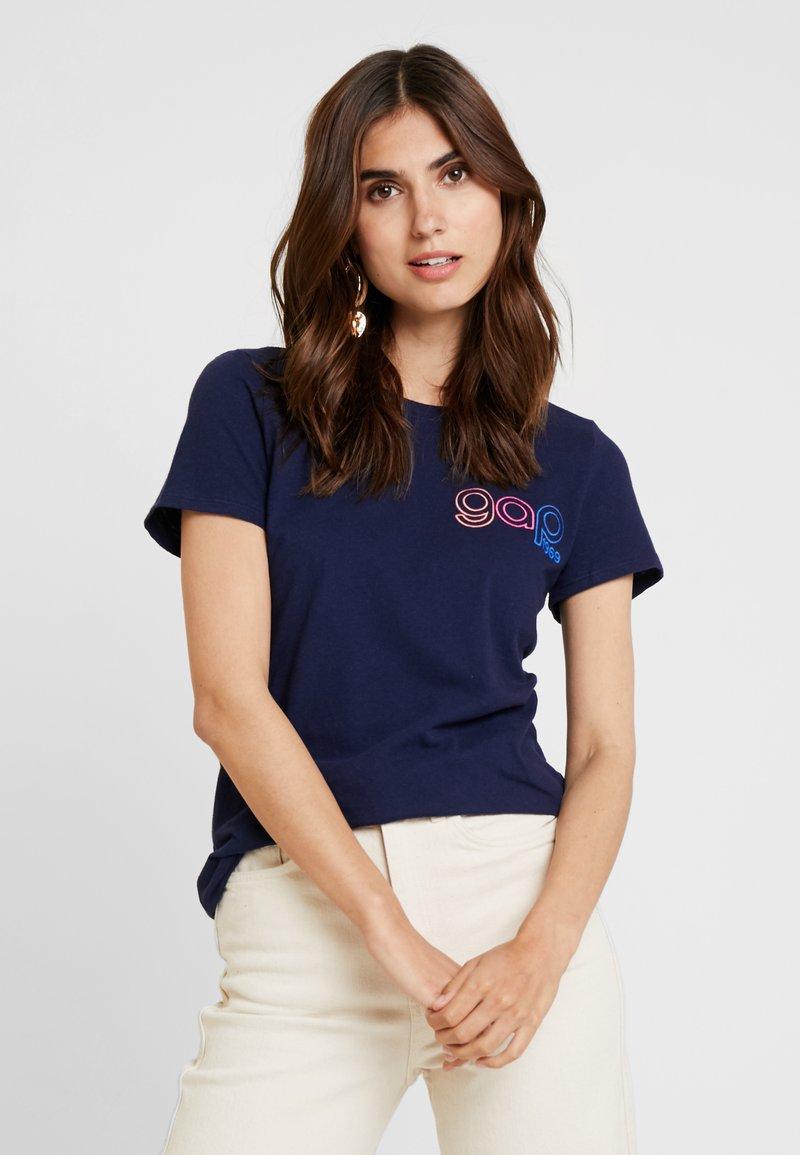 GAP - RETRO TEE - T-shirts print - navy uniform