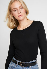 GAP - WAFFLE TEE - T-shirt à manches longues - true black - 3
