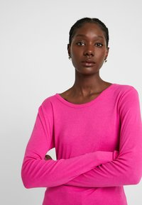 GAP - CREW - Long sleeved top - super pink - 4