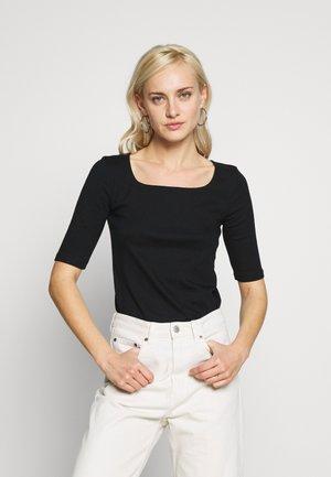 Camiseta básica - true black