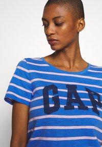 GAP - EASY SCOOP - T-shirt z nadrukiem - blue/pink - 3