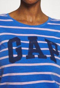 GAP - EASY SCOOP - T-shirt z nadrukiem - blue/pink - 5