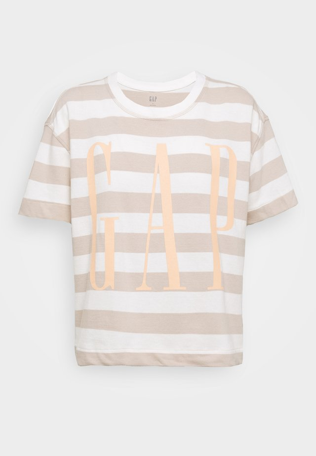 BOXY TEE - T-shirt z nadrukiem - nude/off-white