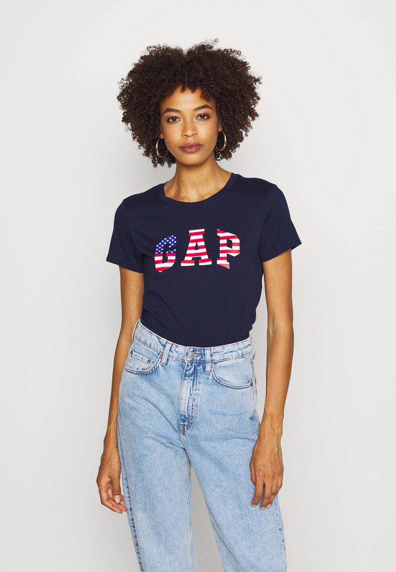 GAP - FLAG TEE - T-shirts med print - navy uniform