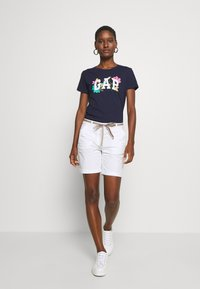 GAP - FRANCHISE FLORAL TEE - T-shirts med print - navy uniform - 1