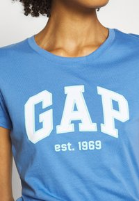 GAP - OUTLINE TEE - T-shirt z nadrukiem - cabana blue - 4