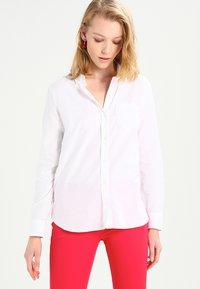 GAP - FITTED BOYFRIEND  - Button-down blouse - optic white - 0