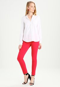 GAP - FITTED BOYFRIEND  - Button-down blouse - optic white - 1