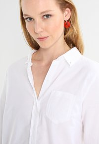 GAP - FITTED BOYFRIEND  - Button-down blouse - optic white - 3