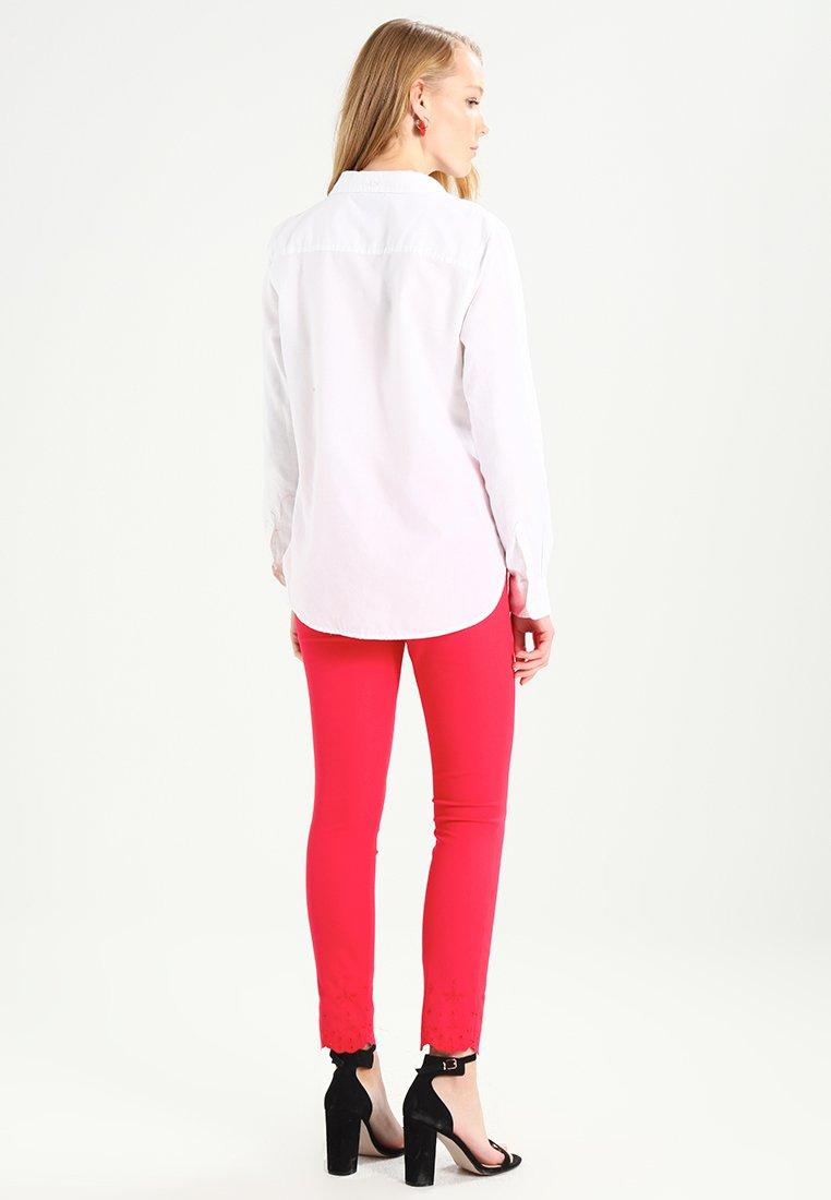 GAP FITTED BOYFRIEND - Koszula - optic white