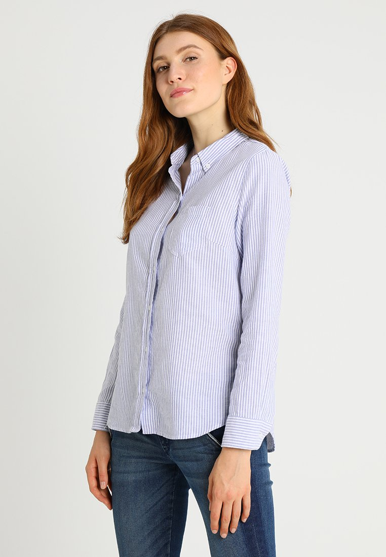 GAP - FITTED BOYFRIEND  - Button-down blouse - blue