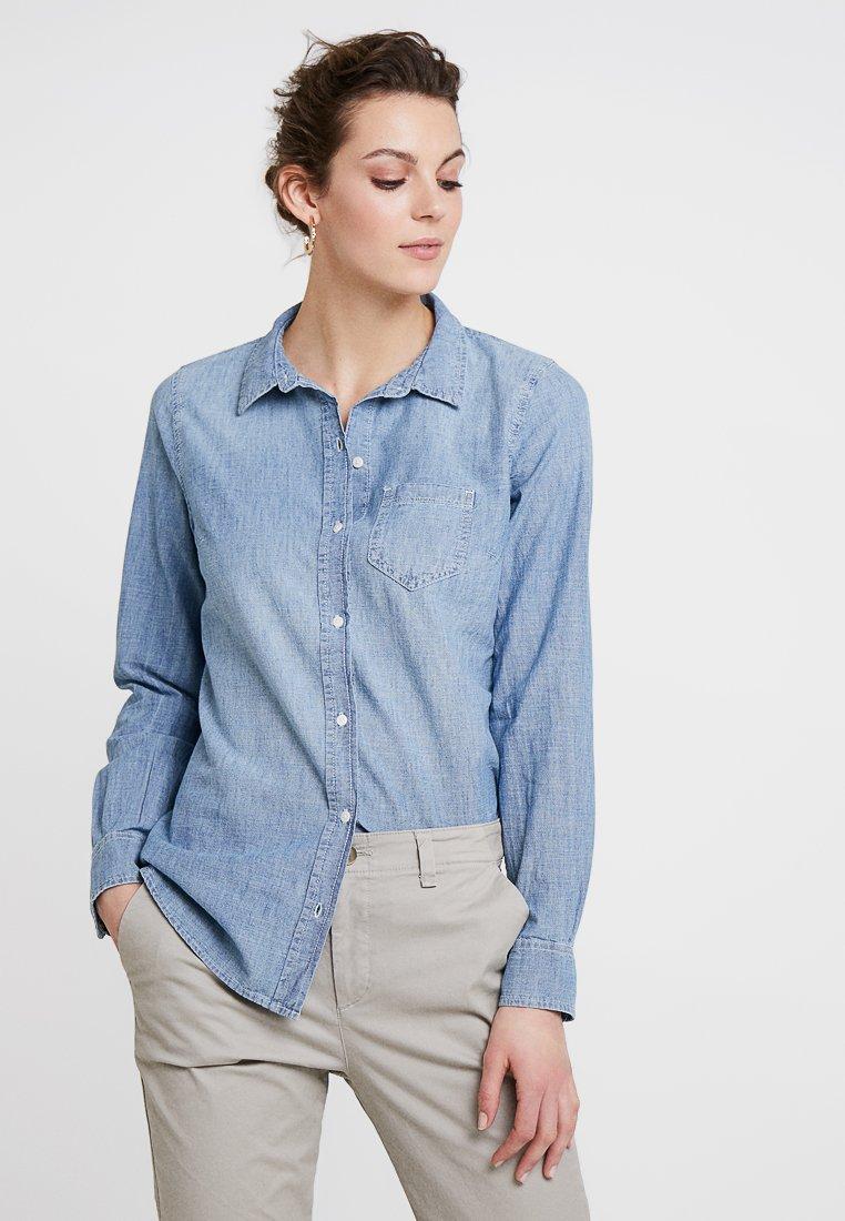 GAP - FITTED BOYFRIEND  - Košile - powder blue