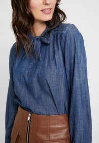 GAP - FRAMED BOW NECK - Blusa - dark indigo - 5