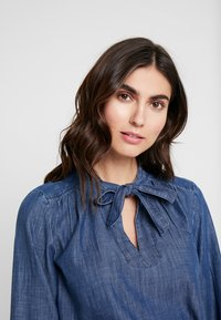 GAP - FRAMED BOW NECK - Blusa - dark indigo - 3