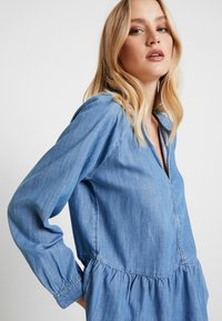 GAP - PEPLUM - Blouse - medium indigo - 3