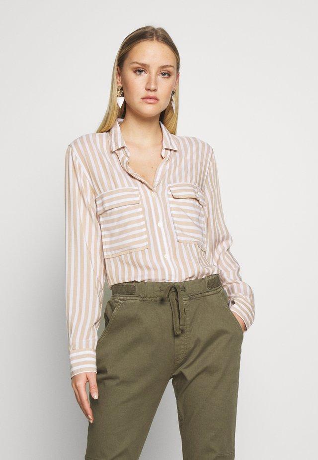 V-DRAPEY UTILITY SHIRT STP - Button-down blouse - beige stripe
