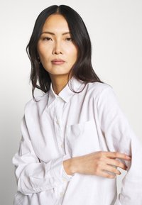 GAP - Button-down blouse - optic white