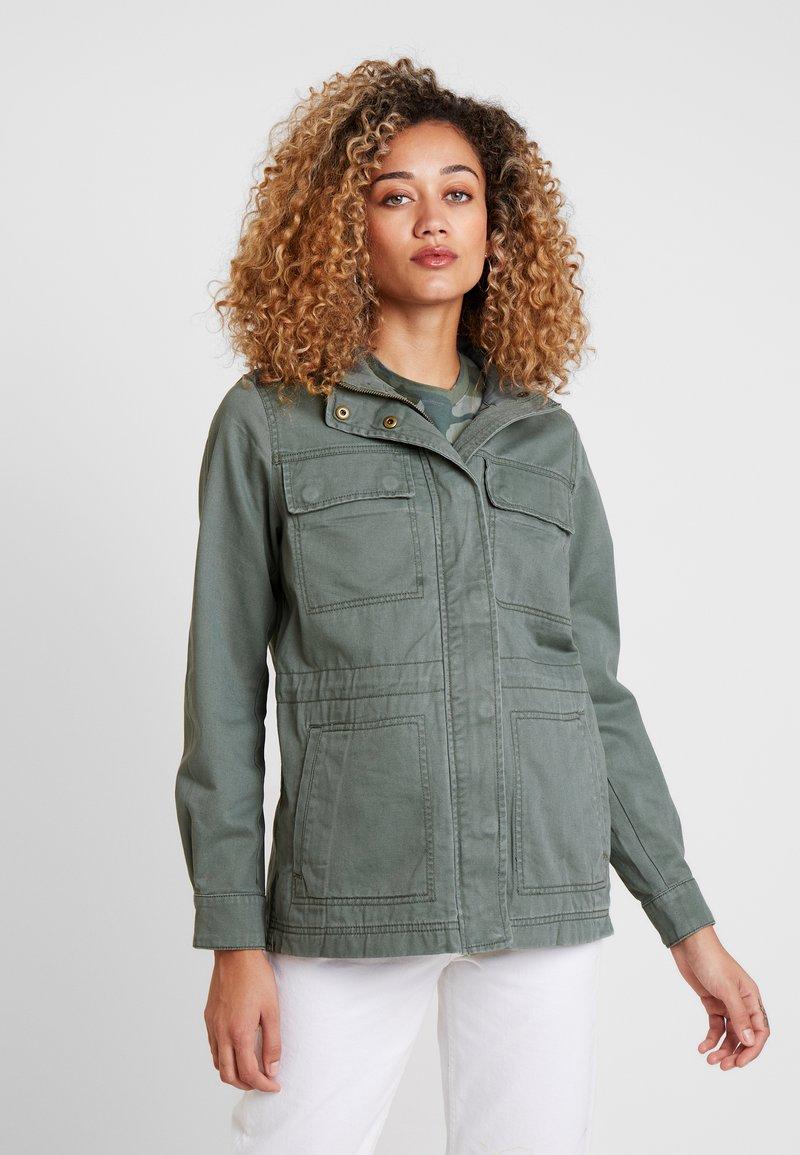 GAP - V CORE UTILITY JACKET SOLID - Krátký kabát - new vintage green