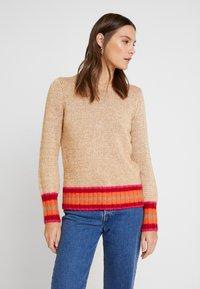 GAP - NOVEL CREW - Sweter - camel heather - 0